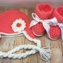 Peachy Hat and Booties 3-9 mo.